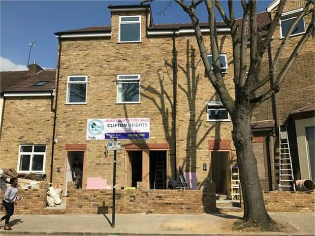 2 Bedrooms Flat for sale in Clifton Road, Isleworth, Middlesex