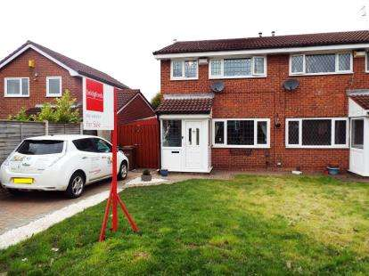 3 Bedrooms Semi Detached House for sale in Hayfield Avenue, Bredbury, Stockport, Cheshire