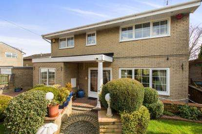 4 Bedrooms Detached House for sale in Marsham Grove, Huddersfield, West Yorkshire