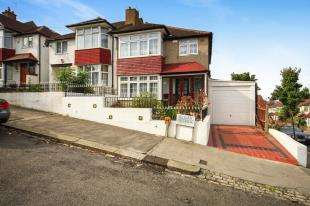 3 Bedrooms End Of Terrace House for sale in Elgar Avenue, London