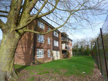 3 Bedrooms Flat for sale in Buckingham Court, Whitethorns, Newport Pagnell