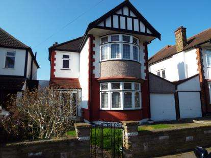 3 Bedrooms Detached House for sale in Gants Hill, Essex