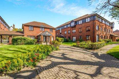 1 Bedroom Retirement Property for sale in Westcliff-On-Sea, Essex