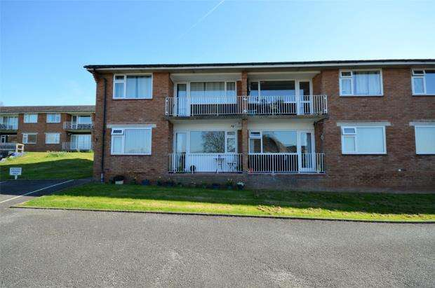 2 Bedrooms Flat for sale in Woodlands Court, Hulham Road, Exmouth, Devon