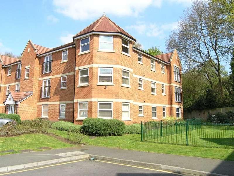 2 Bedrooms Flat for sale in Walton Road, Bushey