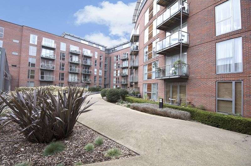 2 Bedrooms Flat for sale in The Heart, Walton-on-Thames