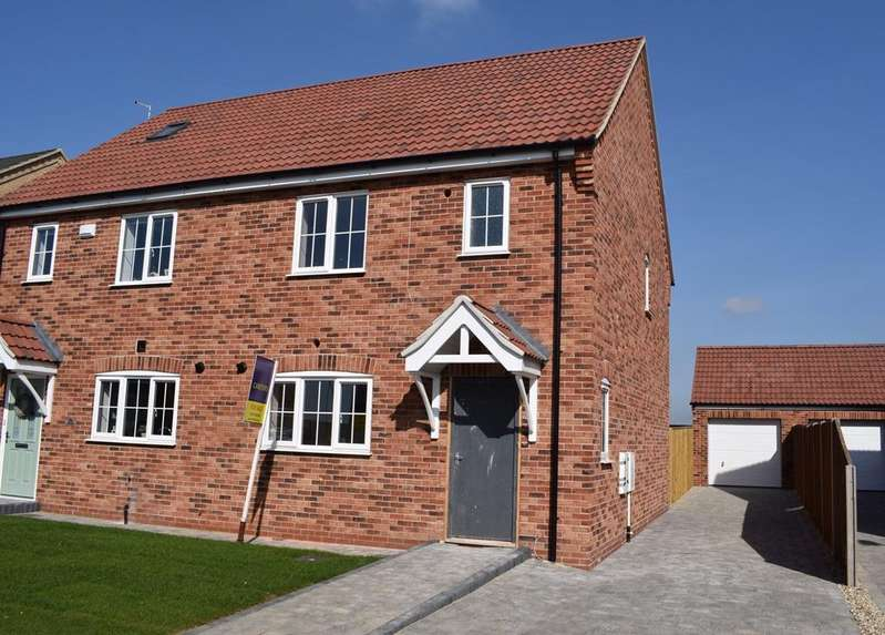 3 Bedrooms Semi Detached House for sale in Forest Way, Humberston DN36