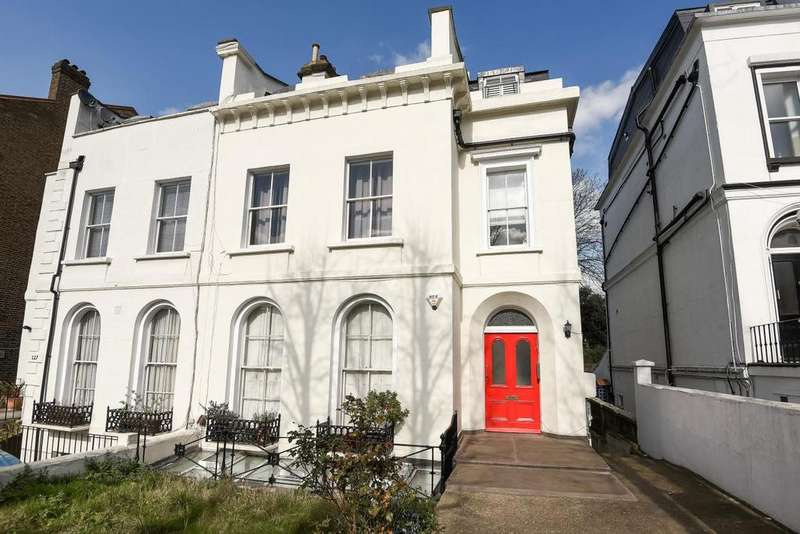 2 Bedrooms Flat for sale in Victoria Way, Charlton, SE7