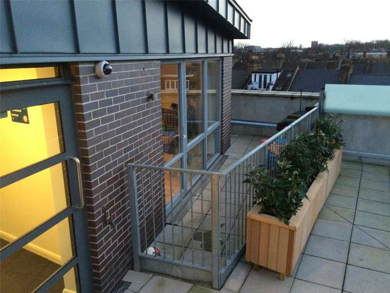 2 Bedrooms Flat for sale in Queensland Road, London, N7