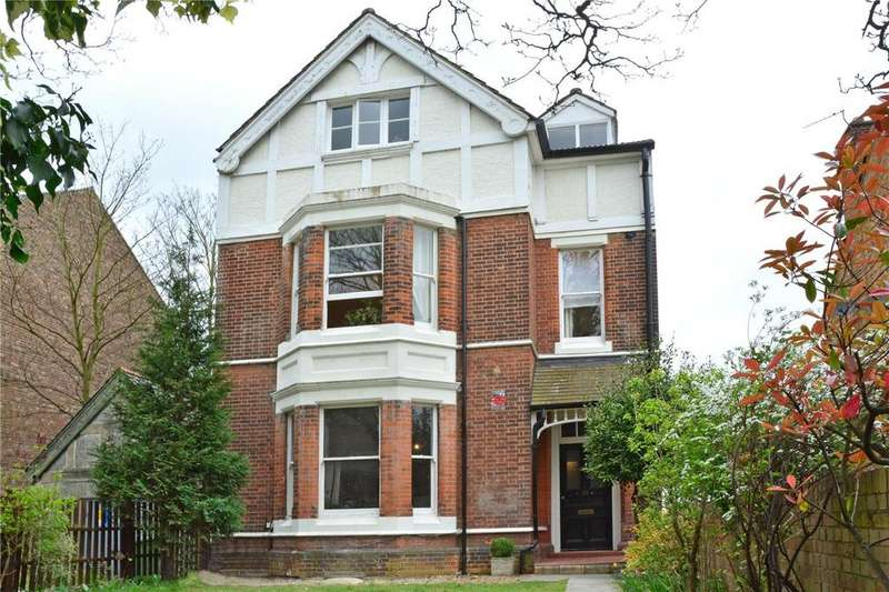 3 Bedrooms Flat for sale in Shrewsbury Lane, Shooters Hill, London, SE18