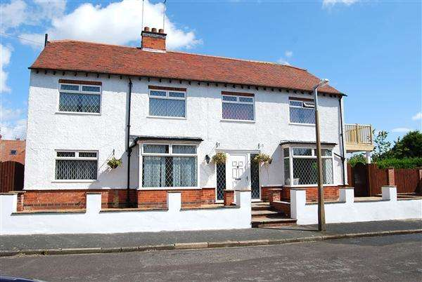 4 Bedrooms Detached House for sale in Marine Avenue, Skegness