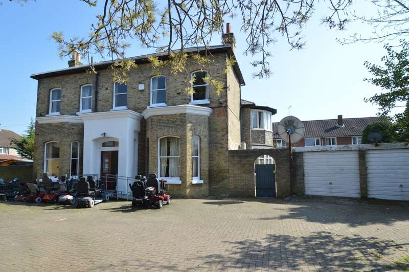 4 Bedrooms House for sale in Raymond Road, Langley, SL3
