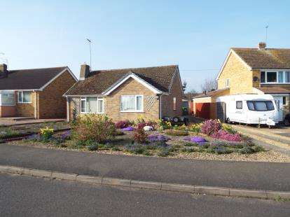 3 Bedrooms Bungalow for sale in Horton Road, Middleton Cheney, Banbury, Northamptonshire