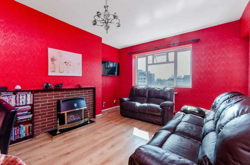 3 Bedrooms Flat for sale in Peterborough Road, Parsons Green, SW6