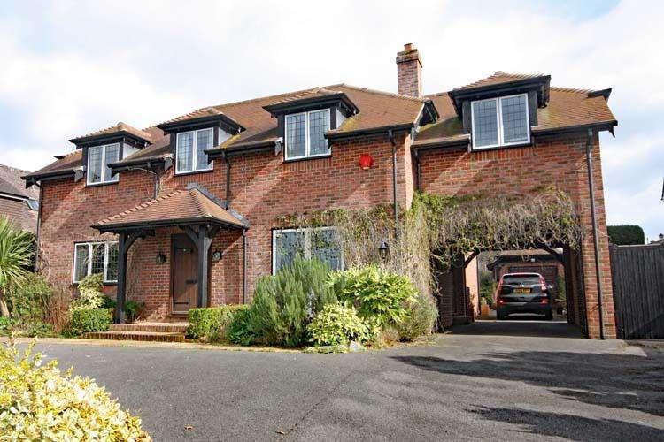 4 Bedrooms Detached House for sale in Belmore Lane, Lymington SO41