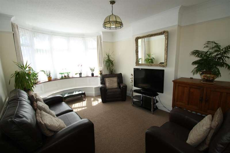 2 Bedrooms Detached Bungalow for sale in Electric Avenue, Westcliff-On-Sea