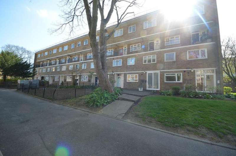 3 Bedrooms Maisonette Flat for sale in Charlewood House, Claremont Estate, London SW2
