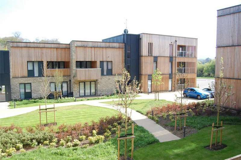 3 Bedrooms Flat for sale in Spring Court, Clock House Gardens, WELWYN, Hertfordshire
