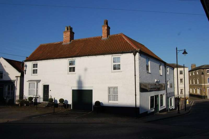 3 Bedrooms Semi Detached House for sale in South Street, Caistor, Lincolnshire