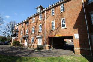 1 Bedroom Flat for sale in Jacobs Court, Worth Park Avenue, Crawley, West Sussex