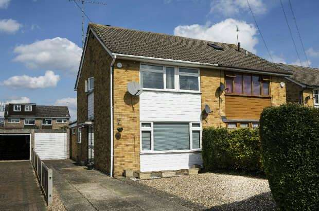 3 Bedrooms Semi Detached House for sale in Rangewood Avenue, Calcot, Reading,