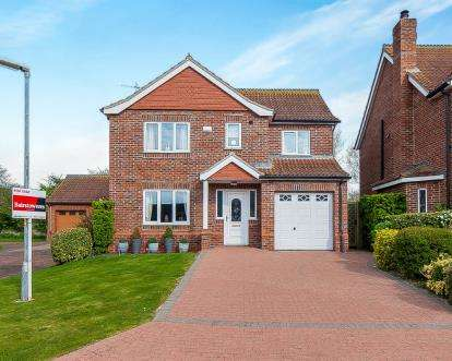 4 Bedrooms Detached House for sale in Swaby Close, Marshchapel, Grimsby