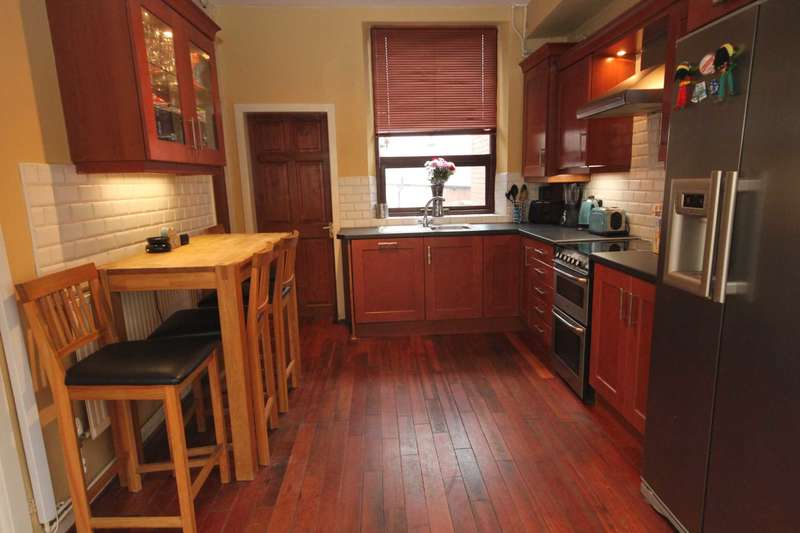 2 Bedrooms Terraced House for sale in Lord Street, Stalybridge