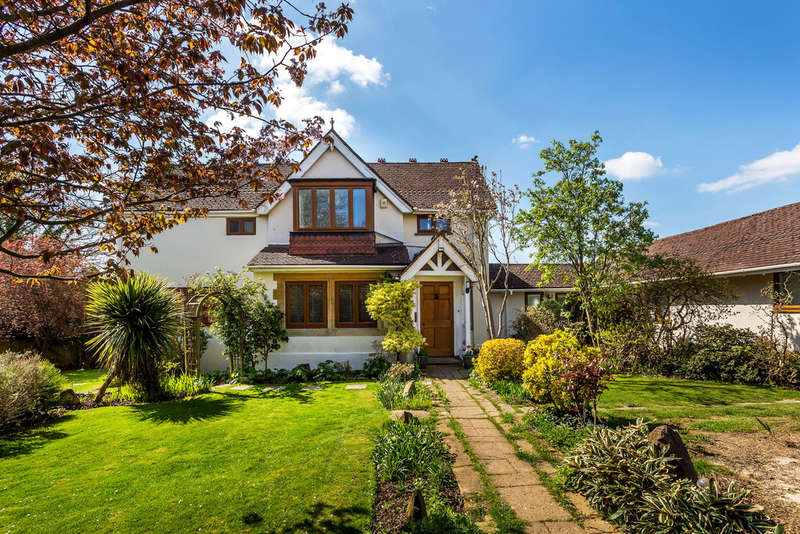 5 Bedrooms Detached House for sale in Bounds Oak Way, Southborough, TN4