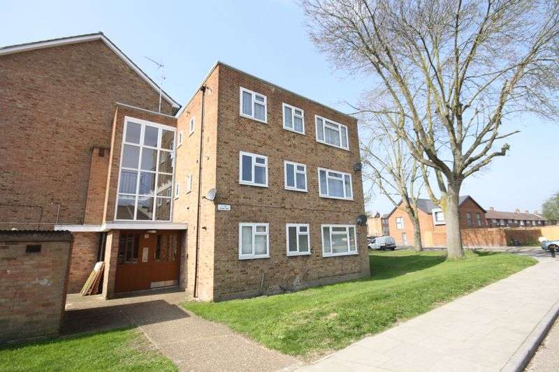 2 Bedrooms Flat for sale in Lynne Way, Northolt