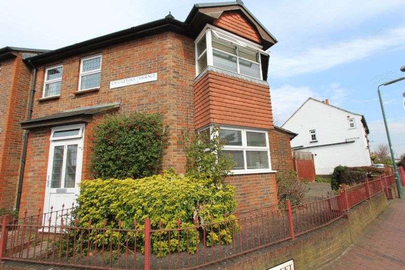 2 Bedrooms Terraced House for sale in Cricketers Terrace, Carshalton