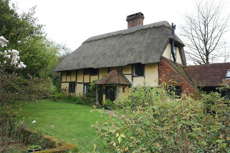 3 Bedrooms Detached House for sale in Holly Tree Cottage, BRIGHTLING, East Sussex
