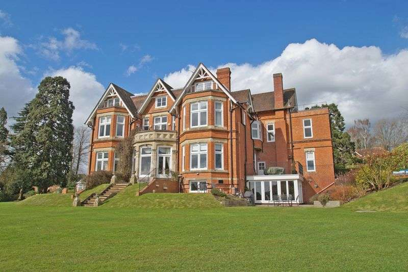 2 Bedrooms Flat for sale in 4 Lord Austin Drive, Bromsgrove