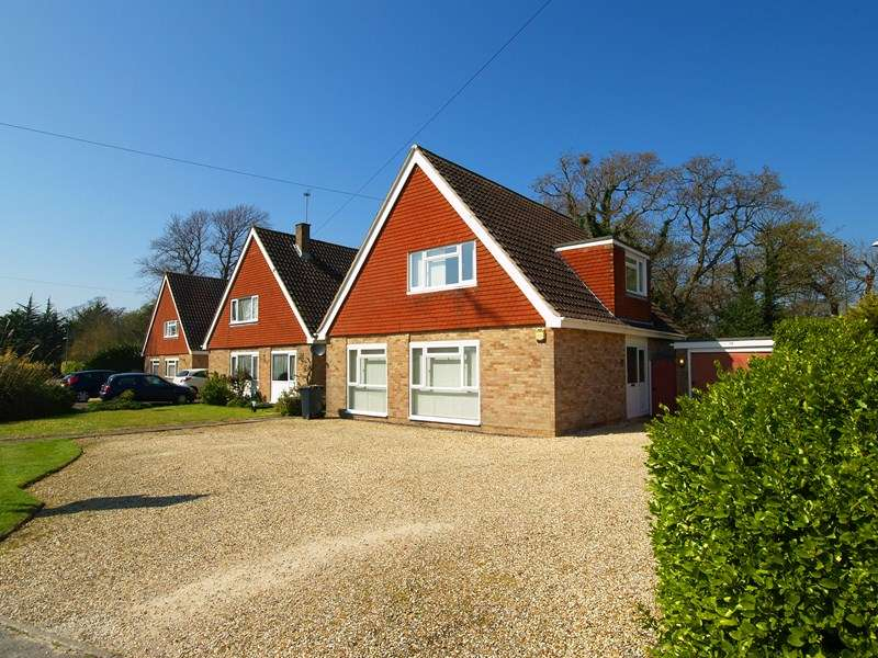 4 Bedrooms Detached House for sale in Beacon Drive, Highcliffe, Christchurch