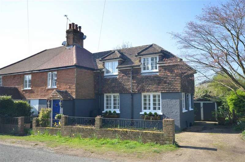 3 Bedrooms Property for sale in Boundstone Road, Wrecclesham, Farnham