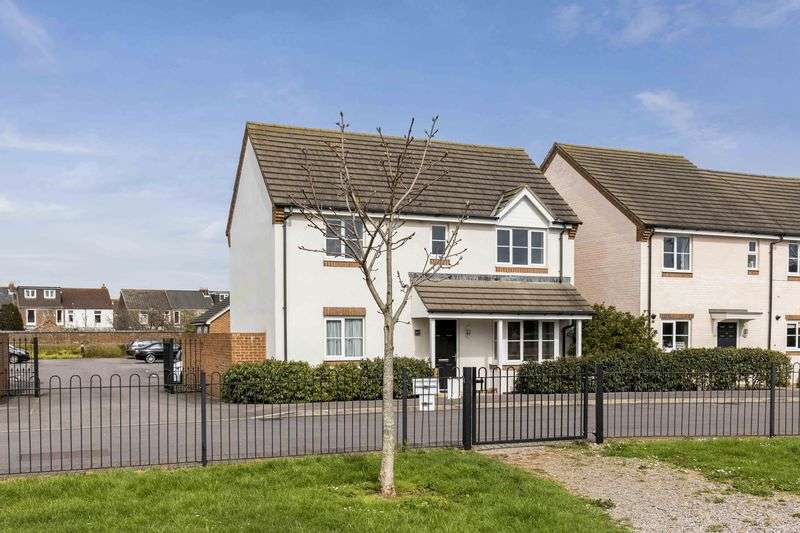 3 Bedrooms Detached House for sale in Cotton Road, Portsmouth
