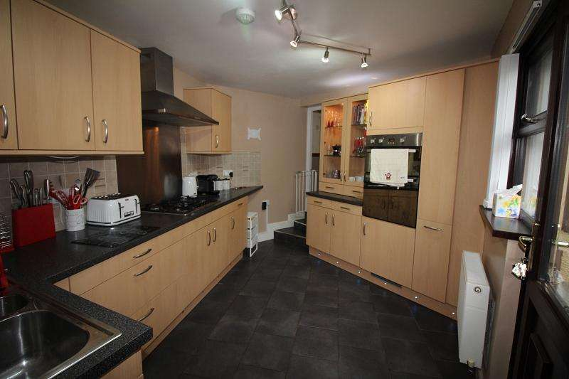 3 Bedrooms Terraced House for sale in High Street, Neyland, Milford Haven, Pembrokeshire. SA73 1TF