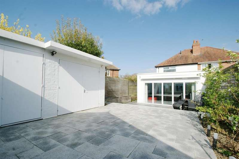 1 Bedroom Semi Detached House for sale in St. Nicholas Avenue, Kenilworth