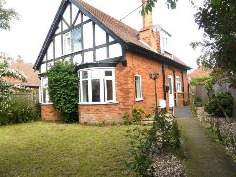 3 Bedrooms Detached House for sale in Sewerby Road, Bridlington, East Yorkshire
