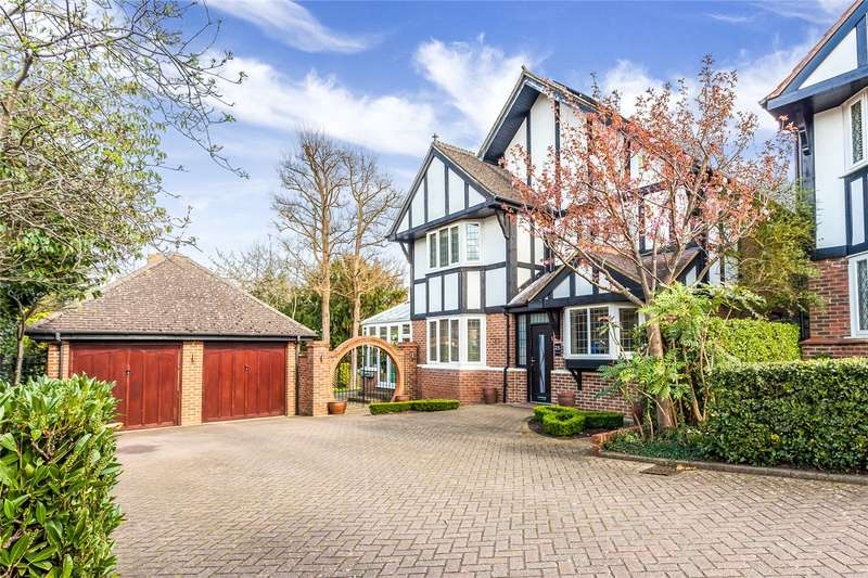 4 Bedrooms Detached House for sale in Chiltern Close, Bushey, Hertfordshire, WD23