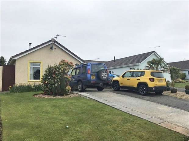 3 Bedrooms Detached Bungalow for sale in Millfields Close, Kilgetty, Pembrokeshire