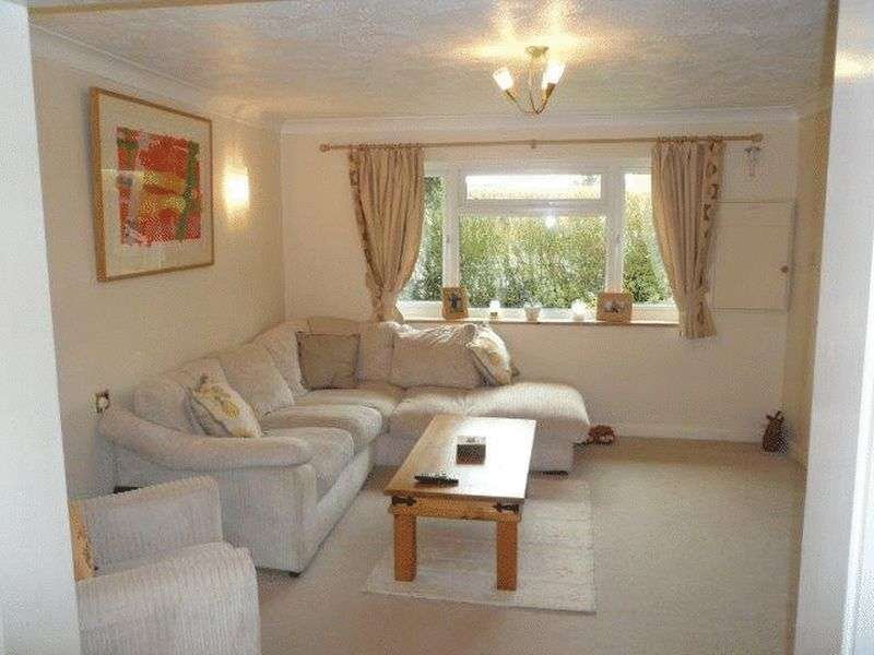4 Bedrooms Terraced House for sale in Bow Drive Sherfield-On-Loddon