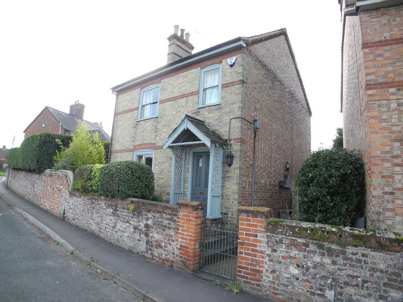 2 Bedrooms Cottage House for sale in Staithe Road, Bungay