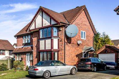2 Bedrooms Semi Detached House for sale in Rostrevor Road, Stockport, Greater Manchester