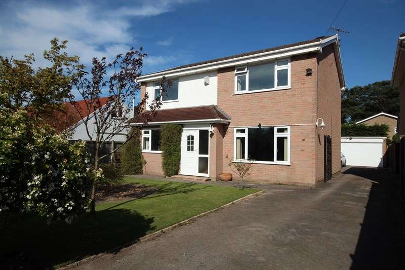 4 Bedrooms Detached House for sale in Braeside Road, St Leonards, Ringwood