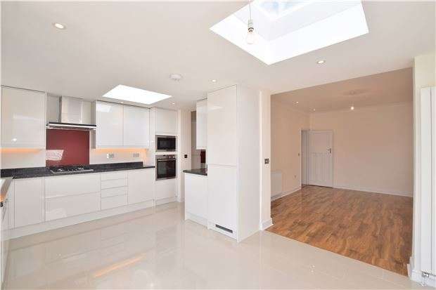 3 Bedrooms Terraced House for sale in Martin Way, LONDON, SW20 9BT
