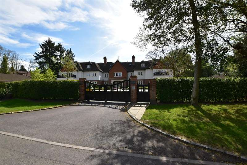 3 Bedrooms Property for sale in Heath Drive, Walton On The Hill, Tadworth
