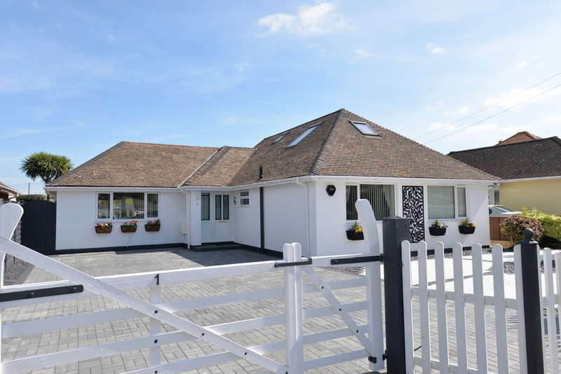 4 Bedrooms Chalet House for sale in First Marine Avenue, Barton on Sea