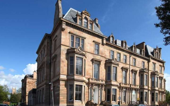 3 Bedrooms Flat for rent in Park Terrace, Park, Glasgow