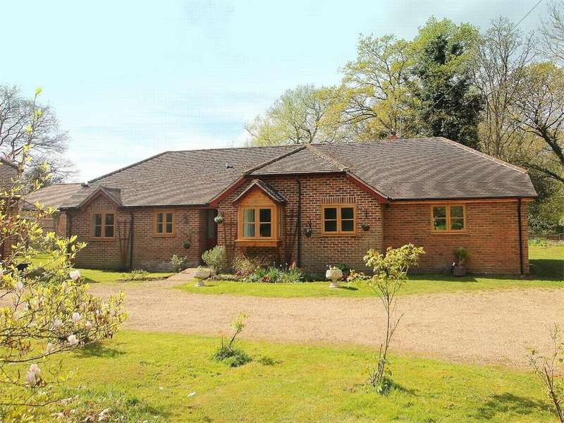 4 Bedrooms Detached Bungalow for sale in West End, Woking, Surrey