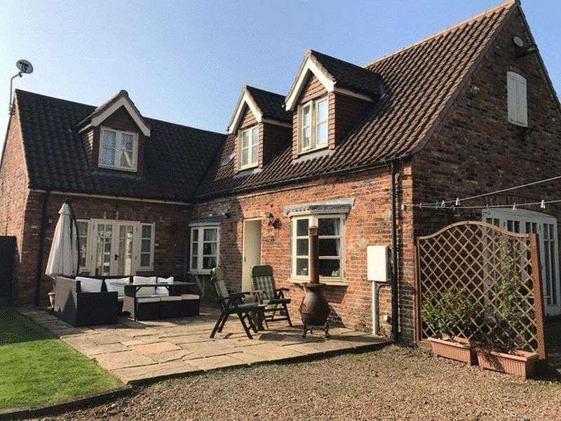 4 Bedrooms Detached House for sale in Main Street, Castlethorpe